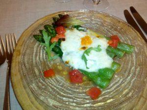 Espárragos-verdes-huerta-gratinados-Torta-Casar-vinagreta-tomate-huevas-trucha-01