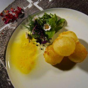 Sueños-queso-ensalada-hierbas-brotes-01